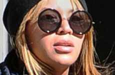 Beyonce dándole pecho a su hija Baby Blue Ivy en público? Seriously?