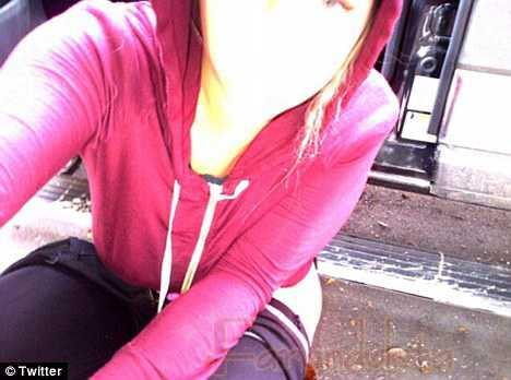 Kesha publica una foto de ella haciendo Pis en la calle - Classy!