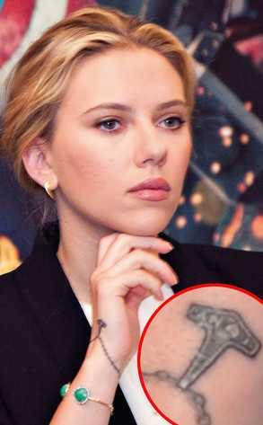 Scarlett Johansson se hizo otro tattoo