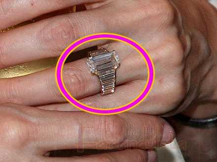 El anillo de compromiso de Angelina Jolie vale 1 millon de dolares