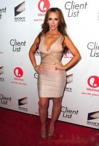 Jennifer Love Hewitt sin boobs en la promo de The Client List