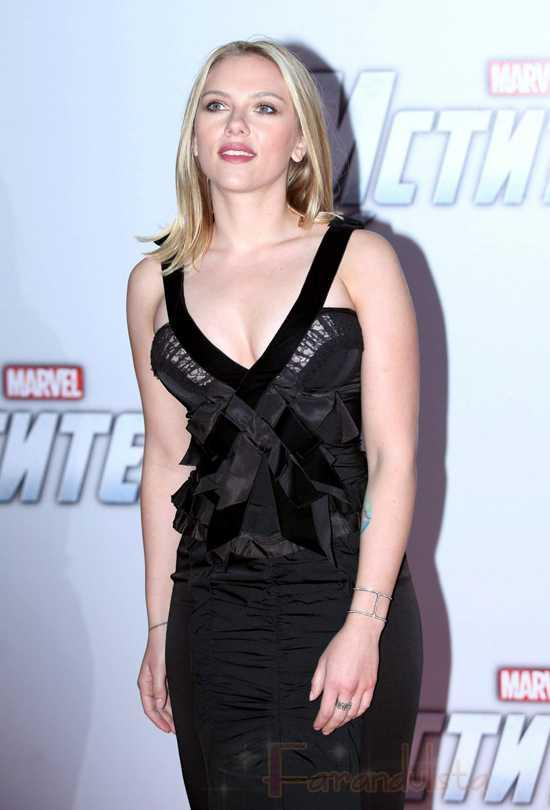Escándalo!!! Scarlett Johansson adicta a las alitas de pollo!!!