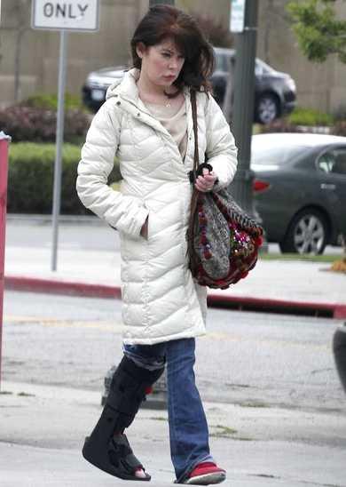 La cara de Lara Flynn Boyle se derrite - OMG!