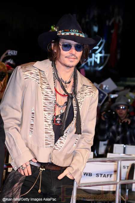 Johnny Depp es adoptado por la Tribu Comanche
