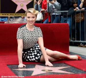 Scarlett Johansson y su estrella en el Paseo de la fama - Walk of Fame!