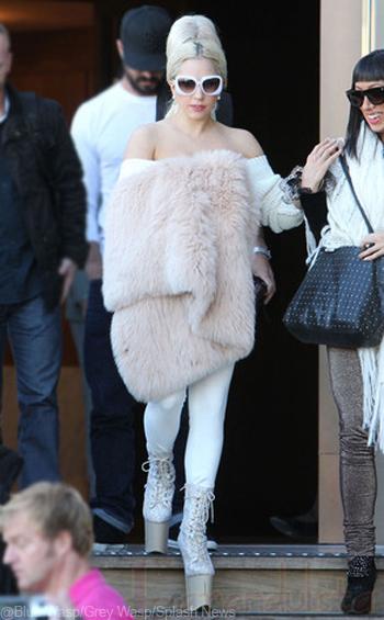 Lady Gaga y sus plataformas más altas?