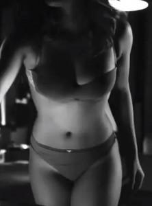 Rihanna usa una doble en comercial de Armani Jeans?