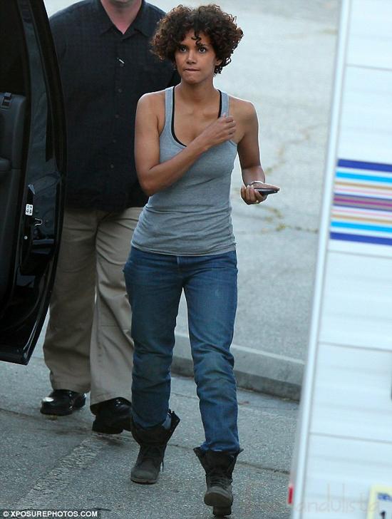 Halle Berry hospitalizada por un accidente en el set de The Hive