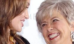 Angelina mortificada por comentarios anti gay de la madre de Brad