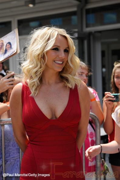 A Britney Spears le ordenan vestirse mejor para X factor?