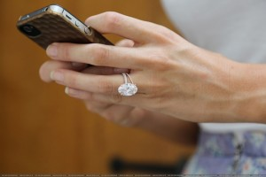 Vean el anillo de Blake Lively - HUGE!