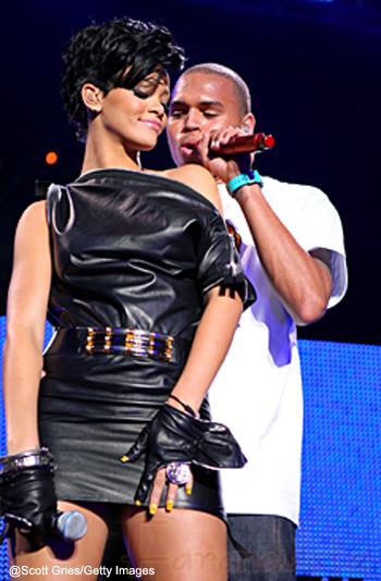 Rihanna reza por Chris Brown... What?