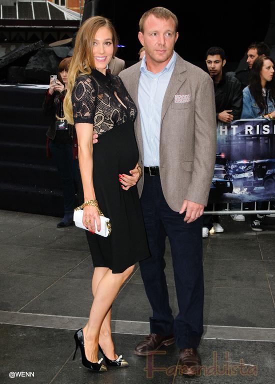 Guy Ritchie comprometido con su baby mama Jacqui Aisley