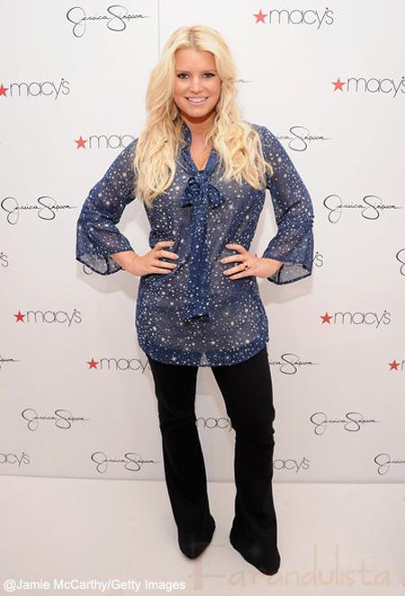 Jessica Simpson debuta su nueva y delgada figura en Macy's