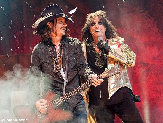 Johnny Depp se presenta con Alice Cooper en L.A!