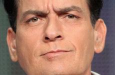 Charlie Sheen dona $75 mil dolares a niña con cancer