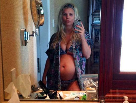 Jessica Simpson muestra su baby bump number 2!!