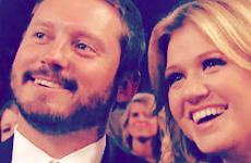 Kelly Clarkson comprometida!!! Vean el anillote!!!