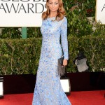Nicole Richie con un Naeem Kham color azul baby... sorry ... no