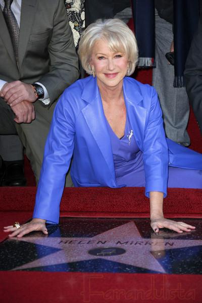 Helen Mirren recibe estrella en el Paseo de La Fama
