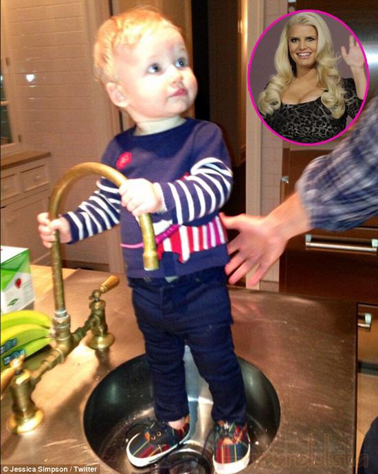 Awww... miren a la hija de Jessica Simpson, baby Maxwell!