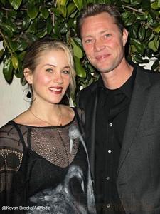 Christina Applegate y Martyn LeNoble se casaron!