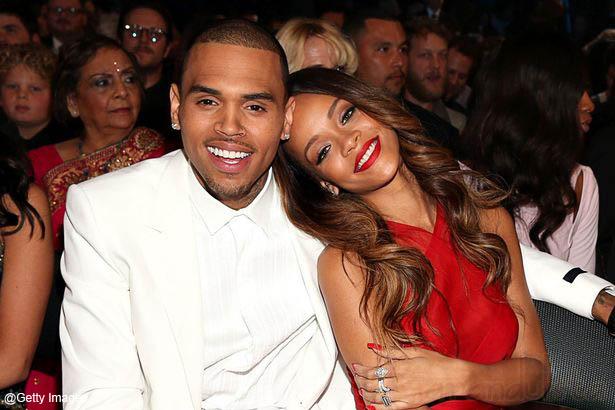 Chris Brown confirma relación con Rihanna: She loves me!