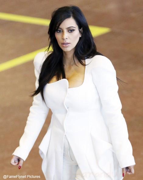 Kim Kardashian visita al doctor por dolores! Falsa Alarma!