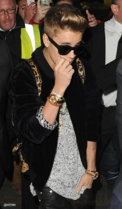 Justin Bieber muestras su six pack! Ok!