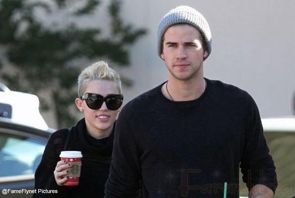Miley Cyrus & Liam Hemsworth volvieron! Él le dijo Grow Up!