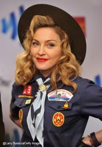 Madonna se viste como Boy Scout en los GLAAD Awards
