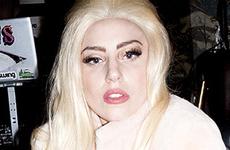 La silla de ruedas de oro de Lady Gaga