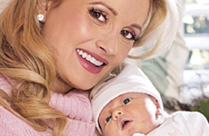 Holly Madison y su bebita Rainbow Aurora! Pic!