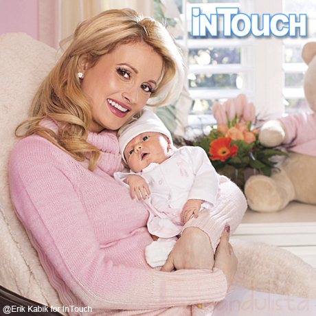 Holly Madison y su bebita Rainbow Aurora! Pic!