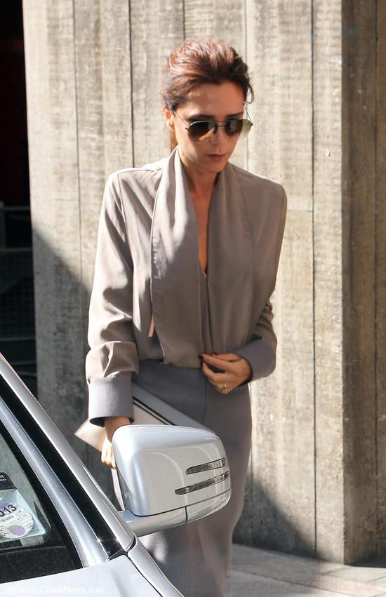 Victoria Beckham trabaja desnuda ... wait! What?