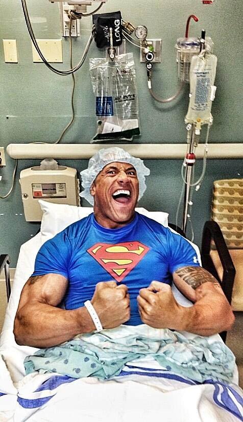 Dwayne La Roca Johnson operado por desgarre muscular