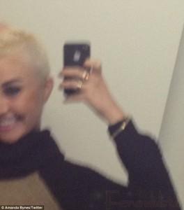 El nuevo look de Amanda Bynes - Se rapó media cabeza a lo Cassie