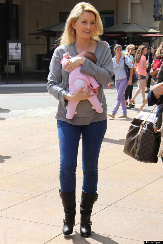 Holly Madison muestra su figura post parto!!