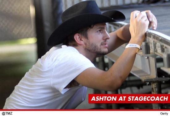 Ashton Kutcher se pelea con un seguridad en el Stagecoach Festival