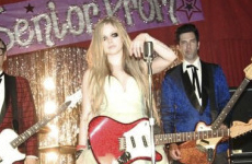 El nuevo single de Avril Lavigne: Here's To Never Growing Up