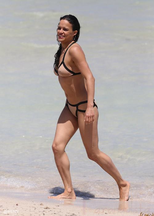 Michelle Rodriguez en Bikini en las playas de Miami