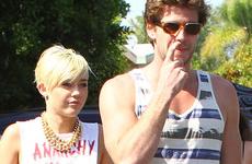 Liam Hemsworth quiere una relación abierta con Miley Cyrus?