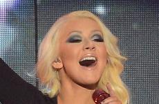 Christina Aguilera muestra su perdida de peso en los Billboards 2013