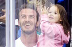 OMG!! Harper Seven es lo más CUTE!!!! Kiss Cam con su daddy