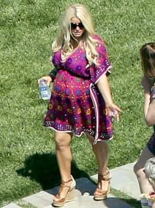 Amanda Bynes escotada y quiere perder 15 kilos! WTF? Gossip Time!