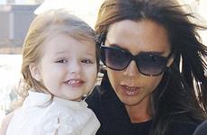 La hija de Victoria Beckham, Harper Seven usa skinny jeans