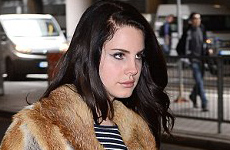 Lana Del Rey usa abrigo de piel
