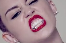 "El video de Miley Cyrus ""We Can't Stop"" – OMG! WTF?"