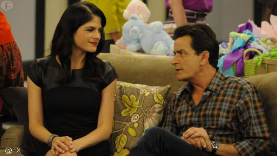 selma_blair_charlie_sheen_anger_management_pic