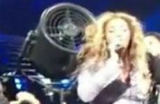 La peluca de Beyonce atorada en un ventilador!! LMAO!!